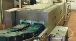 Mit Abblasung und autom. Abwasserentsorgung Kapazität bis zu 5.000 Stk/h L x B: 600 x 400 mm bzw. 400 x 300 mm)